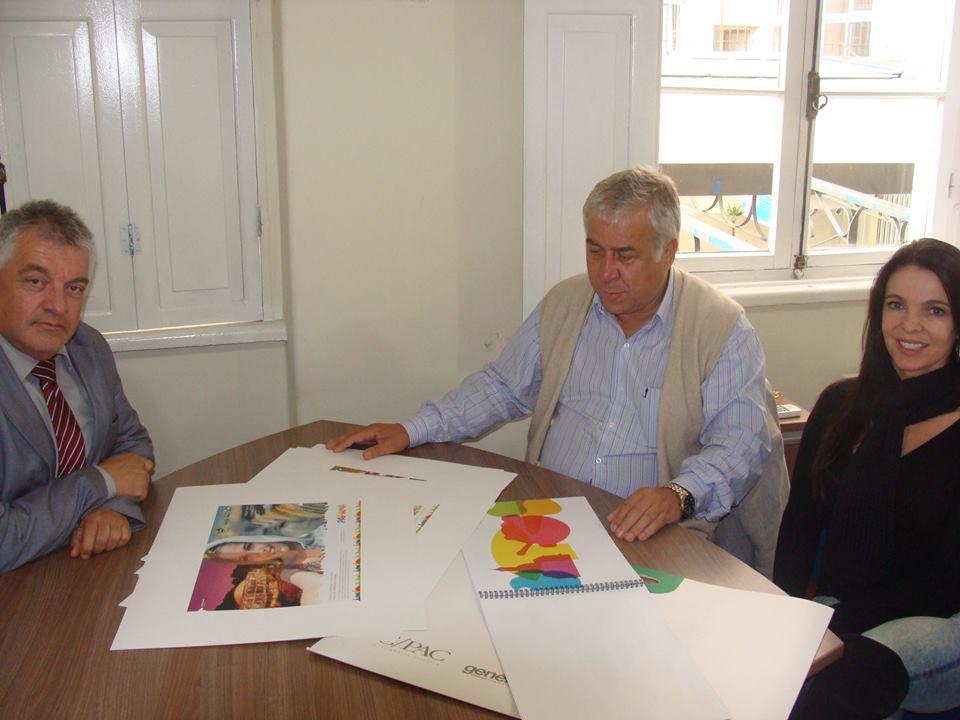 Jacó Gimennes, Paulo Angeli e Maria Regina Monticelli (Propaganda e Publicidade da PRTUR), conversam sobre a nova campanha de mídia do Paraná Turístico - Foto Paraná Turismo