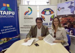 Presidente do Idesfi, Luciano Stremel Barros, e a diretora-executiva do Instituto Polo Internacional Iguassu, Fernanda Fedrigo
