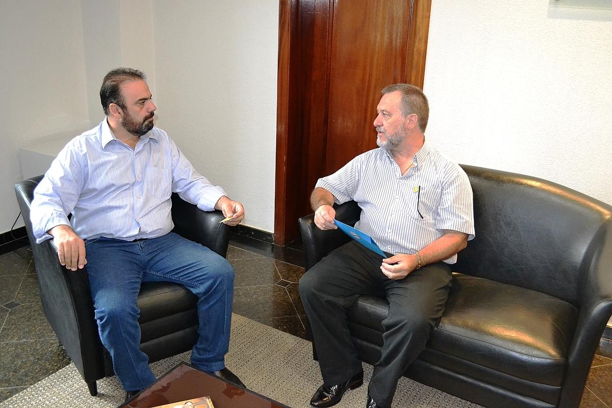 PARCEIRA Moacyr Auersvald colocou a Contratuh à disposição do  prefeito Reni Pereira - foto AMN.