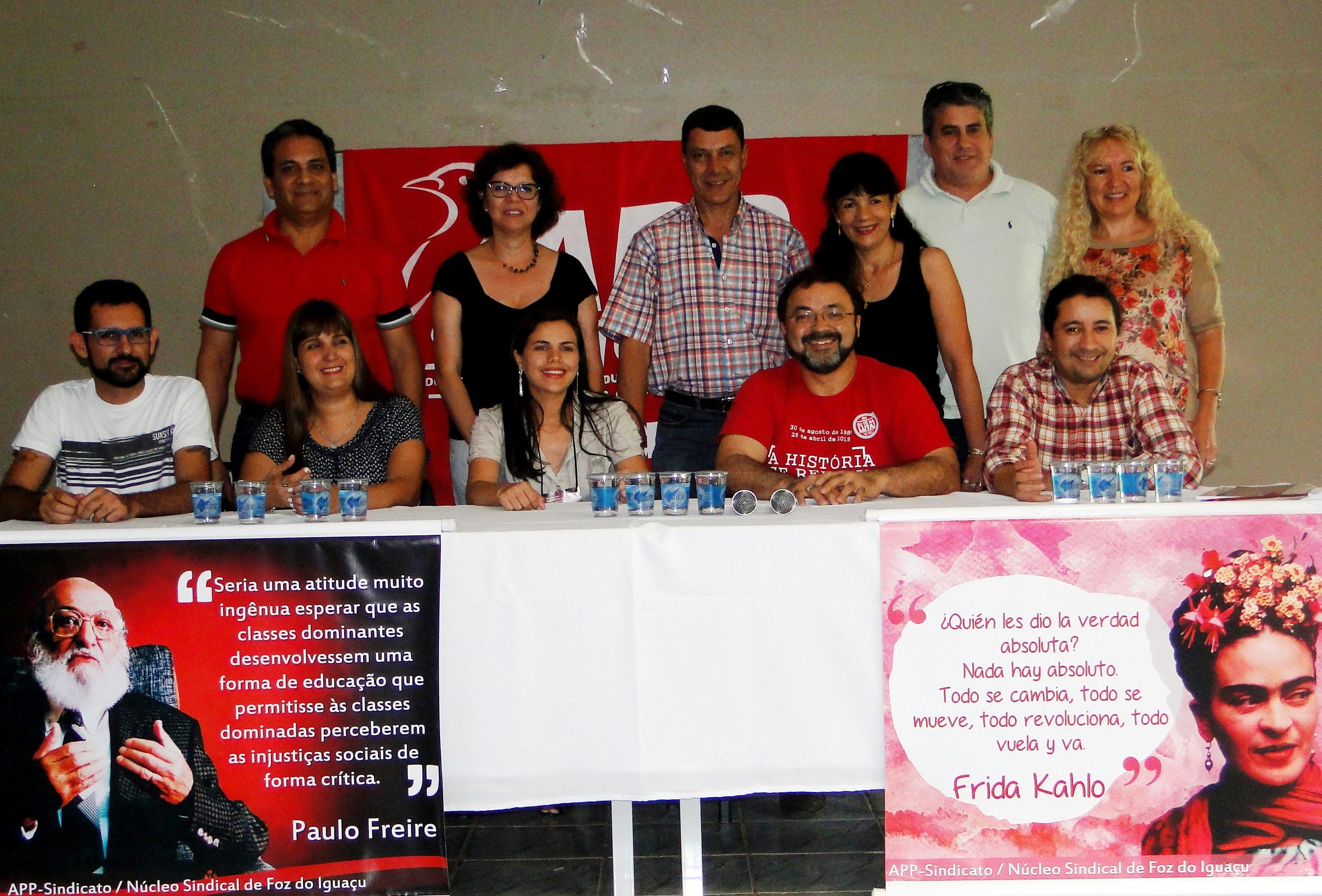 Representantes sindicais dos três países em reunião em Foz do Iguaçu.