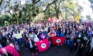 A greve em Foz mobilizou 8 mil pessoas - foto Marcos Labanca