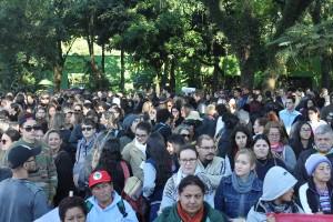 Concentração dos trabalhadores no Bosque Guarani - foto APP-Sindicato-Foz