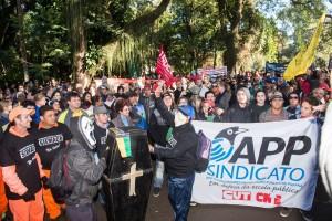 Greve é marcada por manifestações pacíficas e bem-humoradas - foto Marcos Labanca