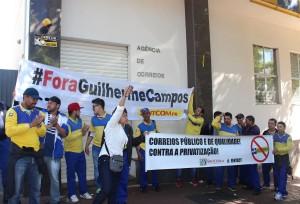 Manifestação contra a privatização dos Correios, em frente à agência na av. Brasil - foto APP-Sindicato-Foz