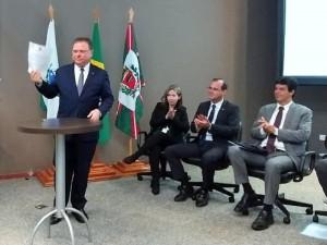 Ministro Blairo Maggi assina normativa facilitando comércio internacional - foto Ministério da Agricultura